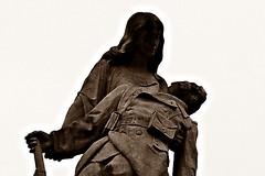 9 - Saint-Vallier (Bourgogne) - Monument aux mort, Détail (melina1965) Tags: 2018 novembre panasonic lumix dmctz57 bourgogne burgondy saôneetloire saintvallier macro macros sépia sepia ciel sky sculpture sculptures monumentauxmorts monumentsauxmorts