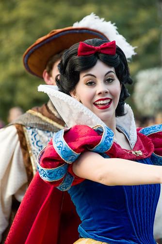 "Snow White in ""A Christmas Fantasy"" Parade - Disneyland"