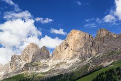 Castelli di roccia (cesco.pb) Tags: catinaccio valdifassa trentinoaltoadige dolomiten dolomiti dolomites alps alpi italia italy passocostalunga canon canoneos60d tamronsp1750mmf28xrdiiivcld rodadivael sforcella coronelle
