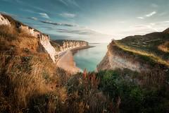 Étretat... (Giacomo della Sera) Tags: nature naturaleza playa beach acantilados france francia azul blue verano summer sunset atardecer magia magic