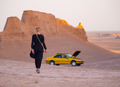Back to the taxi, Kaluts Iran (TeunJanssen) Tags: kerman iran taxi desert dof cab mountain 75mm 75mmf18 olympus omd omdem10 woman travel traveling worldtravel worldtrip backpacking lady lut wüste