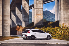 午後光與影 (M.K. Design) Tags: volvo volvoforlife volvomoment volvocarstaiwan v40 v40crosscountry v40cc crossover sunshine lights highway bridge mountains cars hatchback modified kw apracing erst thule travel roadtrip life hdr madebysweden polestar rdesign 富豪 瑞典國寶 掀背車 旅行車 wagon 改裝 都樂 汽車 寫真 nikon nikkor z6 mirrorless mirrorlesscamera milc 國姓 橋聳雲天 高速公路 橋 跨界 陽光 午後 光影 無反 尼康 無反光鏡相機 旅行 生活 北極星