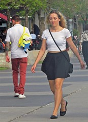 Minions (carlos_ar2000) Tags: minions mochila bag chica girl mujer woman bella beauty sexy calle street mirada glance paseo walk linda pretty gorgeous buenosaires argentina