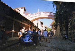 The archway bridge joining Elizabeth Taylor's house to Richard Burtons in Puerto Vallarta, Mexico (rossendale2016) Tags: automatic manual car blue beetle volkswagen vw be archway arch quaint homes houses joining join actors artists taylor elizabeth burton richard pink bridge mexico vallarta puerto