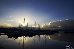 Puerto de Vilagarcia (Ismael Owen Sullivan) Tags: foto fotografia digital d5300 nikon dark shadow galicia vilagarcia travel photography landscape horizont horizonte clouds sky sea sun sunset nubes puerto port barco