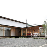 工務店社屋兼ギャラリー、カフェ、ショールームの写真