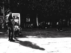 Bras dessus, bras dessous (LUMEN SCRIPT) Tags: couple france paris urban city streetphotography people monochrome shadow light