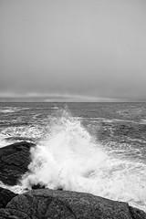 Storbølga -|- Great wave (erlingsi) Tags: waves bølger bylje båre runde rundeisland sunnmøre herøy noreg sea coast