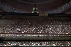 2018-10-26 0611 Indien, Fatehpur Sikri, Jama Masjid-Moschee, Salim-Chishti-Mausoleum, Innenraum (Joachim_Hofmann) Tags: indien uttarpradesh fatehpursikri moschee jamamasjid silber