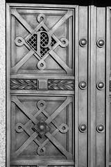 P-00494-No-021_rt_1 (Steve Lippitt) Tags: architecture highgateeastcemetery tombs architectural architecturaldetail building cemeteries cemetery doorway edifice edifices placeofworship portal portals religiousbuilding structures london england unitedkingdom camera:make=fujifilm geo:lon=014636666666667 geo:country=unitedkingdom exif:aperture=ƒ40 geo:state=england geo:lat=5156695 exif:model=xh1 exif:lens=xf50140mmf28rlmoiswr geo:location=highgatecemeteryeastswainslnhighgaten66pj camera:model=xh1 exif:make=fujifilm exif:focallength=1192mm geo:city=london exif:isospeed=200