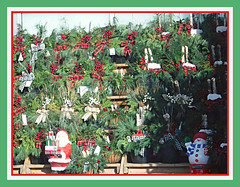 Red & Green For Christmas (bigbrowneyez) Tags: christmasdisplay setup december celebration forsale lovely pretty bows berries redgreen greenery redgreenforchristmas santas snowman natale bellissimi bello gorgeous fabulous striking delightful fun decorations festive holidaymagic babbo pinecones cedar frame cornice spruce