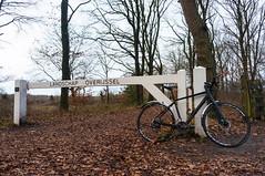 Near Mander, about 500m before the German border (blokkadeleider) Tags: twente tweante oaweriessel overijssel nederland niederlande netherlands landschapoverijssel fiets fahrrad bicycle cube cubebikes hyde frankencube mander