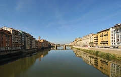 Bridges over the Arno in Florence (Vee living life to the full) Tags: italy florence leger holiday urlaub ferien vacation arno river ancient vwselburn 2018