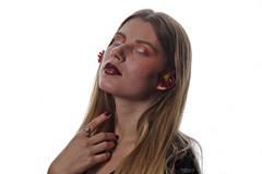 S'évader dans un conte, telle une princesse… (matgau) Tags: canon6d studio modèle model woman femme fille princesse conte féérique maquillage fleur fantastique réve dream artistique artistic strobisme strobist
