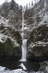 Multnomah Falls in a Light Dusting of Snow (Gary L. Quay) Tags: multnomahfalls waterfall winter oregon columbiagorge snow nikon garyquay pacificnorthwest westernusa columbiarivergorge nature landscape