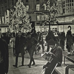 The Reader, Xmas Liverpool (ronramstew) Tags: xmas churchstreet liverpool city centre reader crowd age 2018 2010s mono streetphotography night newspaper mirror