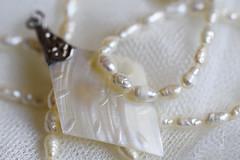 Joies (Pilonga's) Tags: pearl perles nàcar joies looking close friday perlas