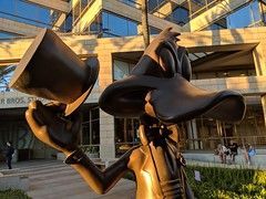 Warner Bros Studios Tour (coconut wireless) Tags: f2018tpt california daffyduck hollywood horrormadehere looneytoons looneytunes losangeles statue studiotour warnerbros warnerbrosstudiotour