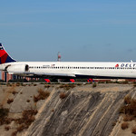 N945DN - Delta McDonnell Douglas MD-90 thumbnail