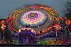 turn again (Patrick Doreau) Tags: funfair reflect fête foraine lumières lights colors couleurs red rouge colores manège mouvement tour turn