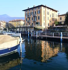 Lago d'Iseo, Italy, December 2018 046 (tango-) Tags: iseo lagoiseo iseolake lagodiseo lombardia italia italien italie italy