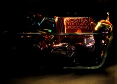 ESPERIMENTI DI LIGHT PAINTING DEI MIEI BIMBI (ceriz_83) Tags: lightpainting luce stilllife cioccolato cioccolatini