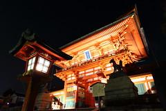 Visit Fushimi Inari at night (Teruhide Tomori) Tags: 伏見稲荷大社 狐 light architecture construction building 京都 神社 torii 鳥居 日本 fushimiinari shrine kyoto japan tradition japon night happyplanet asiafavorites