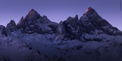 Twin summits (Roberto Graña) Tags: asturias montañas picosdeeuropa paisaje cabrales torrecerredo cabrones amanecer torredelabrouche saintsaud agujas landscape mountain sunrise peaksofeurope