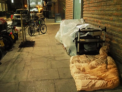 20181119T16-58-02Z (fitzrovialitter) Tags: england fitzrovia gbr geo:lat=5151927000 geo:lon=013937000 geotagged unitedkingdom westendward peterfoster fitzrovialitter city camden westminster streets urban street environment london streetphotography documentary authenticstreet reportage photojournalism editorial daybyday journal diary captureone olympusem1markii mzuiko 1240mmpro microfourthirds mft m43 μ43 μft ultragpslogger geosetter exiftool ov3 viatiff c1auto rubbish litter dumping flytipping trash garbage vagrant homeless tent shelter pavement