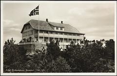 Postkort fra Agder (Avtrykket) Tags: bolighus flagg flaggstang hotell postkort skog skole grimstad austagder norway nor