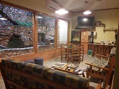 Sala TV con Juegos de Mesa y Lectura (brujulea) Tags: brujulea hoteles hostales horta sant joan tarragona casa barcelo sala con juegos mesa lectura