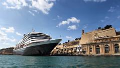 Prinsendam (Siuloon) Tags: prinsendam valletta malta harbor port ship sea statek statekturystyczny portvalletta armator żegluga rejs pływanie stolica wasser water waterfront cruiseexperience hollandamericaline