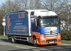 Derw Glass CK67 KKR at Welshpool (Joshhowells27) Tags: lorry truck mercedes mercedesbenz ck67kkr derwglass pantyderi curtainsider