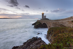Lever du jour en Iroise (Kambr zu) Tags: erwanach kambrzu finistère bretagne lighthouse tourism ach sea phare ciel seascape landescape poselongue plouzané petitminou merdiroise paysages paysagesmythiques lanterne