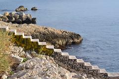 marches sur l'eau (Jeanne Menjoulet) Tags: malmousque marseille escalier marches mer sea stairs