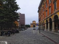 DSCF2343_r (Lancet_) Tags: bologna emiliaromagna street italia città towns paesaggiourbano