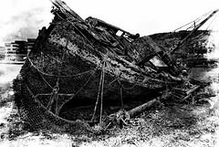 Vraket -|- The wreck (erlingsi) Tags: wreck boat vrak bergen decay sailboat old abandoned