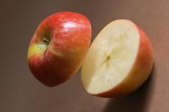 Apple (pasquale di marzo) Tags: interno pomeriggio colore frutta mela macro dicembre 2018
