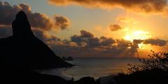 Raios do Sol de Noronha (H. P. Filho) Tags: dslr apsc canoneosrebelt5i canonefs1855mmf3556isstm sliksprintminiiigm sliksbh100dqbk digitalphotoprofessional cropped fernandodenoronha noronha morrodopico morrodoisirmãos mar praia céu nuvens pôrdosol raiossolares sol vegetação ondas peaks sea beach sky clouds sun sunset sunrays vegetation waves brazil bgtpe bsl 50view 100view faved 2fav 3fav 5fav 250view 10fav 500view bei pnb