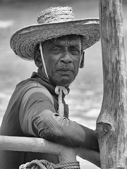 P1090128 (ernsttromp) Tags: srilanka panasonic lumix dmcfz1000 fz1000 portrait people blackandwhite bw 3x4 man fisherman monochrome hat hdr 2018 face