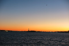 IMG_2456 (Mud Boy) Tags: nyc newyork manhattan lowermanhattan batteryparkcity downtown pieraharborhouse bar sprawlingplacewithalargepubofferingcraftbeersrawbaritemsothercasualeats 22batteryplnewyorkny10004usa sunset