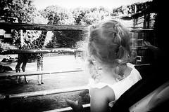 OKSF 231 (Oliver Klas) Tags: okfotografien oliver klas street streetfotografie streetphotography strassenfotografie streetart streetphotographer streetphoto stadtleben streetlife streetculture urban schwarzweis schwarzweissfotografie blackandwhite monochrom farblos abstrakt dunkel hell grau schwarz weiss black white sw schwarzweiss personen people menschen persons volk familie angehörige bewohner bevölkerung leute europäer mann frau gesellschaft menschheit mensch völker kunst art künstler kultur künstlerisch modern kreativ gestaltung gestalterisch deutschland germany stadt city europa deutsch staat westdeutschland ostdeutschland norddeutschland süddeutschland de