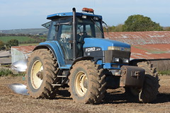 Ford 8770 Tractor with a Kverneland 5 Furrow Plough (Shane Casey CK25) Tags: ford 8770 tractor kverneland 5 furrow plough traktor traktori tracteur trekker trator ciągnik new holland cnh nh blue newholland casenewholland mallow ploughing turn sod turnsod turningsod turning sow sowing set setting tillage till tilling plant planting crop crops cereal cereals county cork ireland irish farm farmer farming agri agriculture contractor field ground soil dirt earth dust work working horse power horsepower hp pull pulling machine machinery nikon d7200