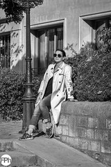 Enjoying the sun (Frankhuizen Photography) Tags: jardin luxembourg dame paris france 2018 woman vrouw street straat fotografie photography people black white zwart wit candid monochrome femme rue photographie gens noir blanc candide