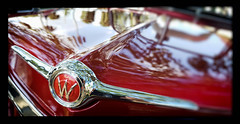 Shades of Red (Burnt Umber) Tags: car auto automobile west palm beach florida show digitalisthedevil pentaxk5 september 2016 classic van ©allrightsreserved antique tail light lamp rpilla001 dosemstic ford gm detroit pentaxfa77mmf18 chrome fpord chevy olds oldsmobile skull hood ornament badge lakepark veteransday phonetography fauxtography hotrodcity stuart pappasspeedshop willy v8 super eight 8