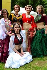 Bauchtanz Truppe (Axel Khan) Tags: bauchtanztruppe bauchtanz tanz frauen hübsch attraktiv schön kostüm fantasie karneval fasching bellydancetroupe bellydance dance women pretty attractive beautiful costume fantasy carnival