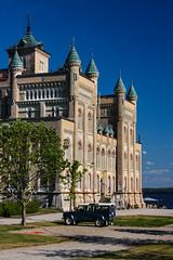 205-1 (Andre56154) Tags: schweden sweden sverige schloss castle gebäude building sky auto car landrover see lake ufer