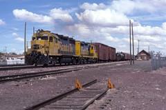 Local at Holbrook (ujka4) Tags: santafe atchisontopekasantafe atsf gp35 2884 holbrook arizona az depot