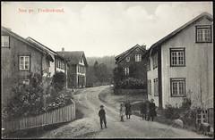 Postkort fra Agder (Avtrykket) Tags: barn bolighus gjerde hus postkort stakittgjerde vei tvedestrand austagder norway nor