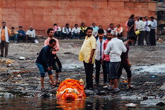 Sending Deceased to the Ganges, Varanasi India (AdamCohn) Tags: adam cohn ganga ganges india uttarpradesh varanasi streetphotographer streetphotography wwwadamcohncom adamcohn